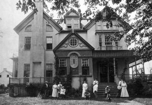 Rose Hill with McCormick family members. Courtesy Clarke County Historical Association.